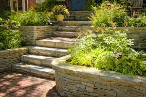 Comment aménager les paliers de son jardin en relief ?