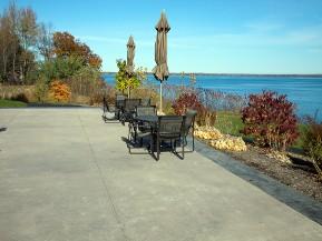 Terrasse en b ton liss conomique esth tique et pratique for Terrasse en beton lisse