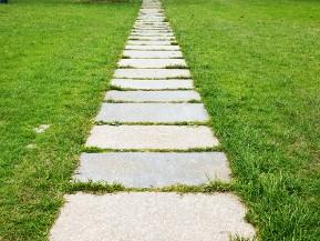 Terrasse ou all e de jardin en m gadalles - Chemin de jardin en pierre ...